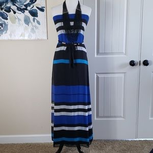 Strapless dress only with belt